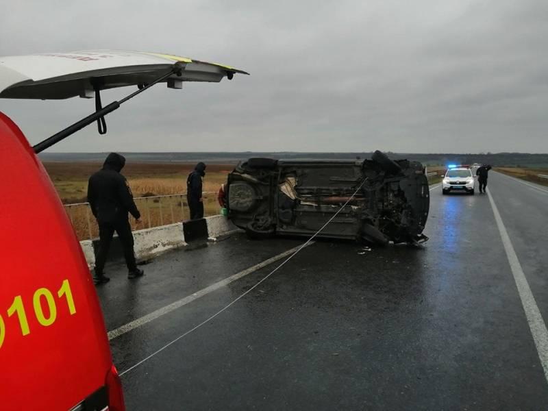 На трассе в Измаильском районе автомобиль Toyota вылетел в кювет (ФОТО)