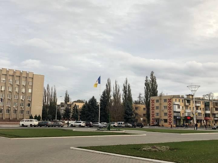 В Измаиле начали устанавливать главную елку города (ФОТО)