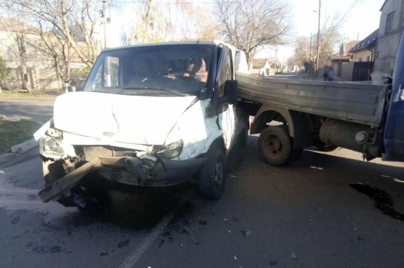 В Измаиле на Горького дорогу не поделили Газель и грузовое авто (ФОТО)