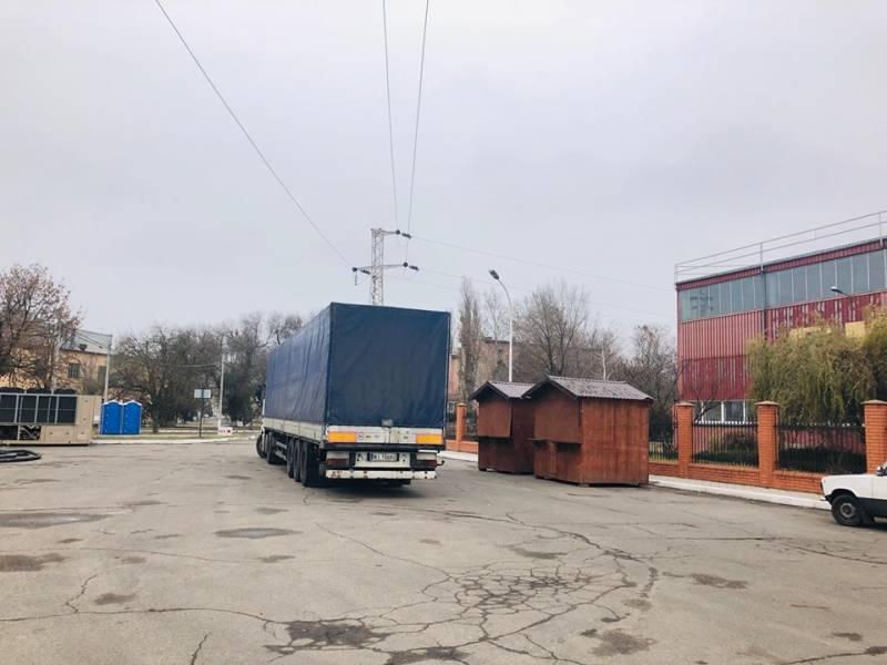 В Измаиле идет монтаж ледового катка (ФОТОРЕПОРТАЖ)