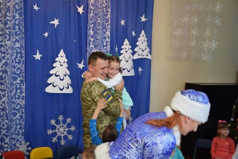 Пограничники Измаильского отряда привезли «Святого Николая», Деда Мороза и Снегурочку к детям специализированного дома ребенка