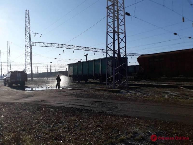 В Одесской области загорелся грузовой поезд с серой