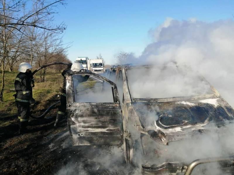 """В Измаильском районе на трассе загорелся рейсовый микроавтобус """"Одесса-Измаил"""" (ФОТО, ВИДЕО)"""