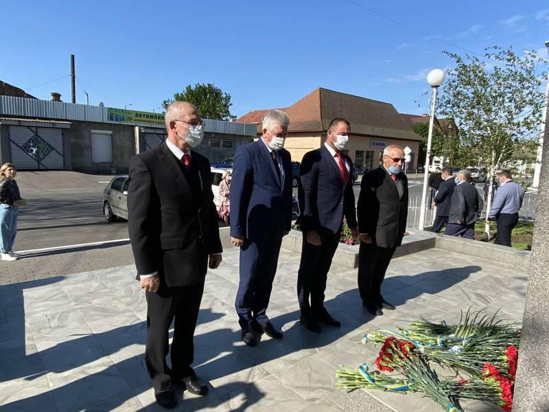 В Измаиле День памяти и примирения отметили возложением цветов в условиях карантинных ограничений (ФОТО)