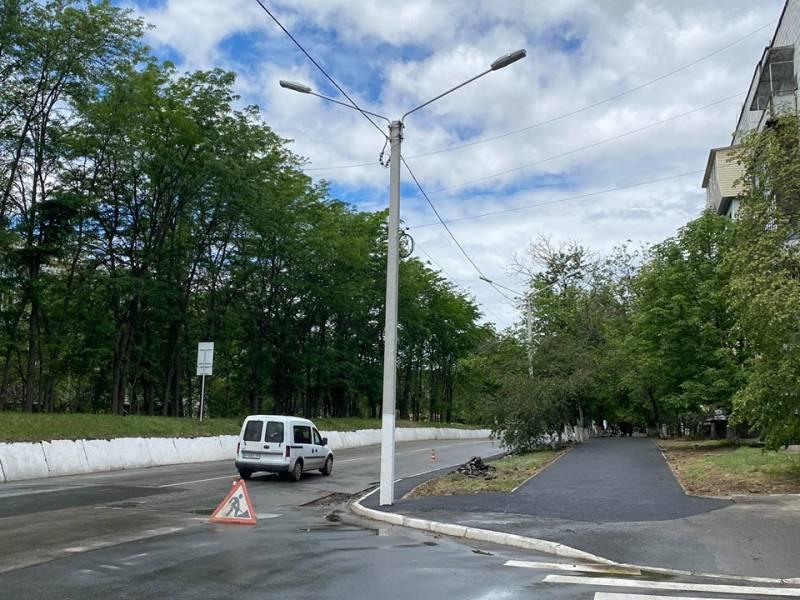 В Измаиле проводятся работы по строительству тротуаров, завершаются работы по улице Кутузова, где заменен магистральный водопровод - Город 24 (ВИДЕО, ФОТО)