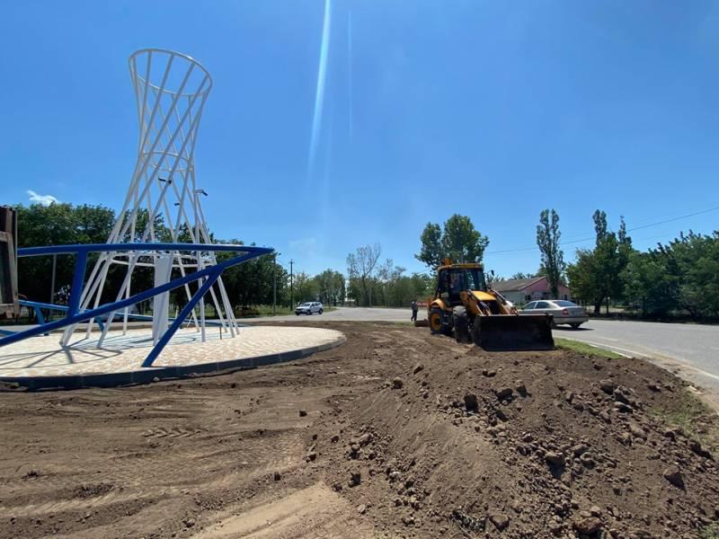 В Измаиле реставрируют стелы на площади Мира и на круговом повороте с объездной дороги к аэропорту - Город 24 (ФОТО)