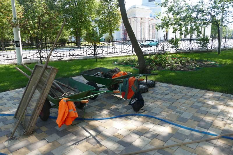 В горсаду Измаила построен поливочный водовод, идет установка скамеек и урн – «Город 24»
