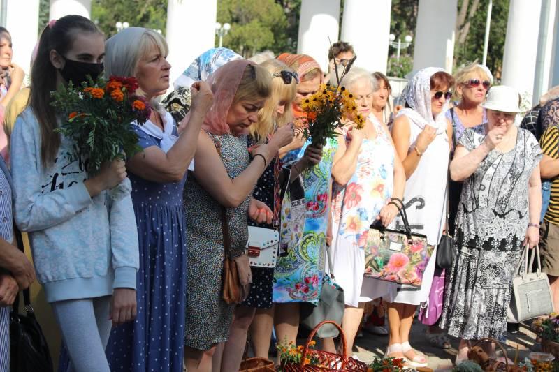 На Медовый Спас в Измаиле святили воду, мёд и букеты полевых цветов и трав - Город 24 (ФОТО)