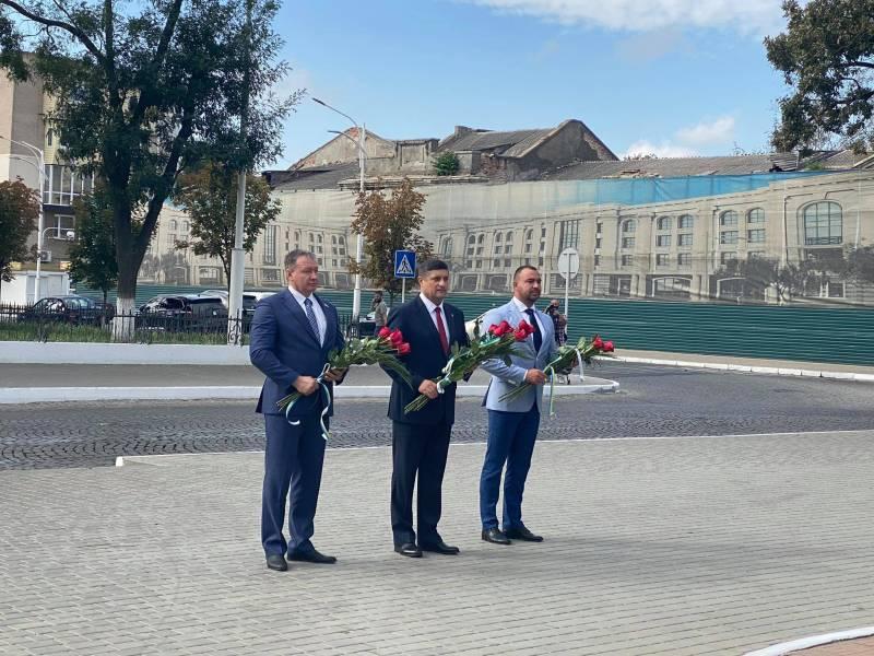 С учетом карантинных ограничений: в Измаиле в день празднования 430-летия со дня основания города, состоялись церемонии возложения цветов (ФОТО)  - Город 24