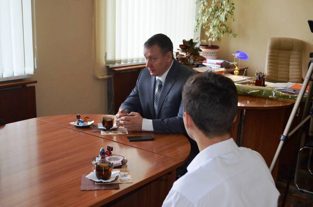 """Молодежь Измаила прошлась """"коридорами власти"""" и пила чай с мэром  и первыми лицами города (ФОТО)"""