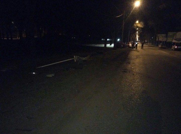 В Измаиле ночью на проспекте Суворова  Mitsubishi влетел в опору ЛЭП (ФОТО)