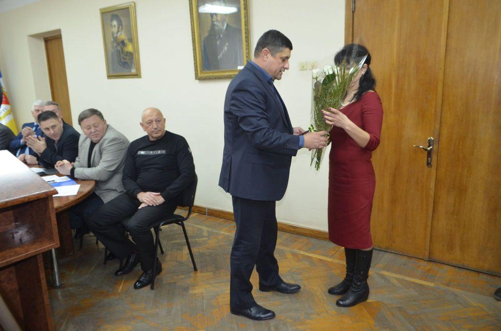 """В Измаиле двум женщинам, родившим 10 и 5 детей, вручили ордена """"Мать-героиня"""" (ФОТО)"""