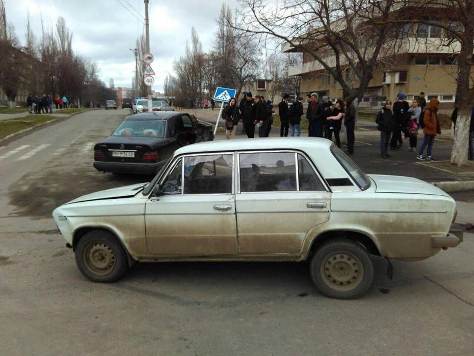 В Измаиле на проспекте Мира снесли дорожный знак, два авто повреждены (ФОТО)