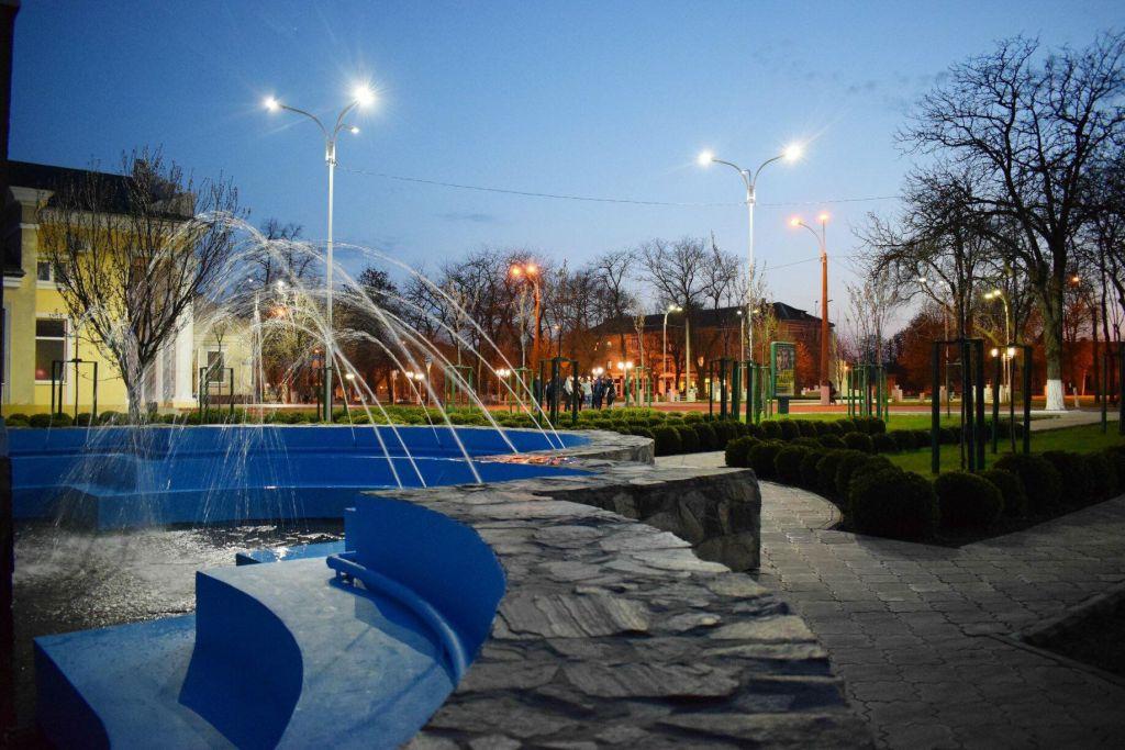 В Измаиле после зимы заиграли фонтаны (ФОТО)