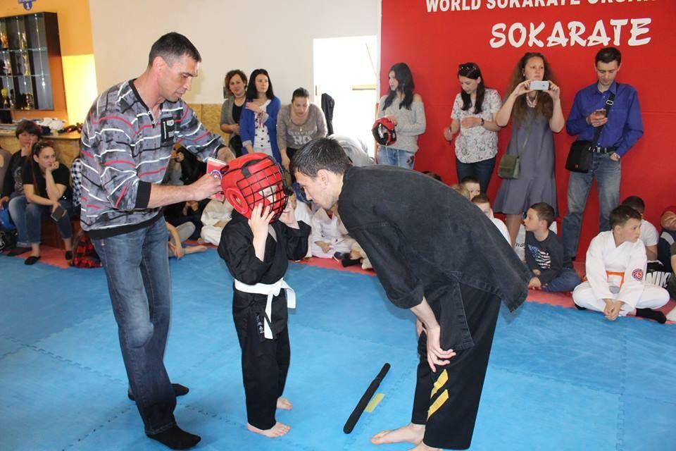 В Измаиле на японских мечах бились юные самураи (фото)