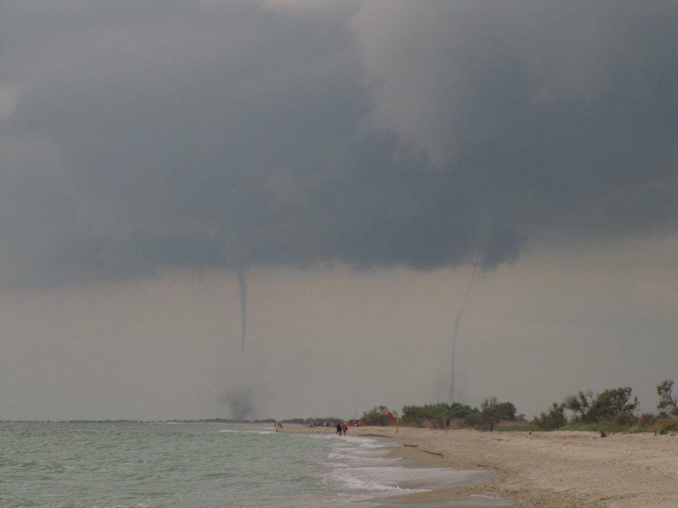 Над морем в Приморском сегодня пронесся смерч (ФОТО)