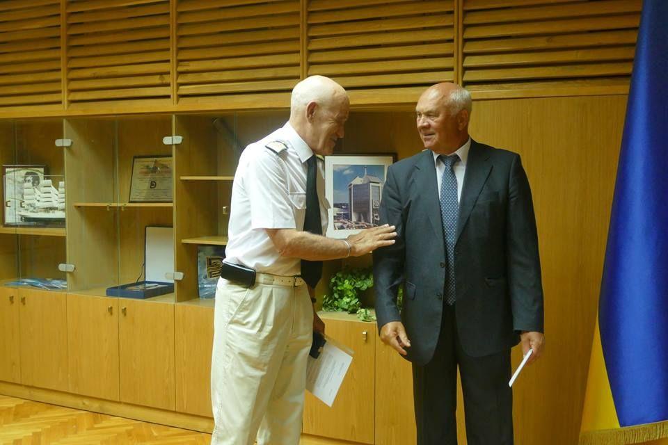 Капитану порта Измаил Анатолию Колесникову вручена памятная медаль Дунайской комиссии