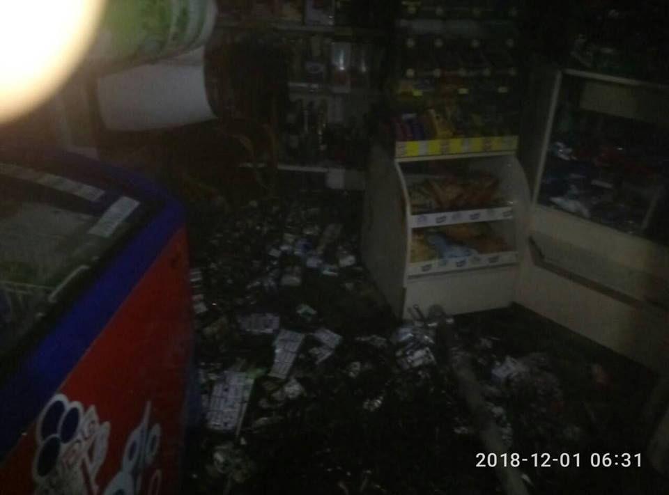 """В Измаиле сегодня утром горел магазин """"Бархан"""" (ФОТО)"""