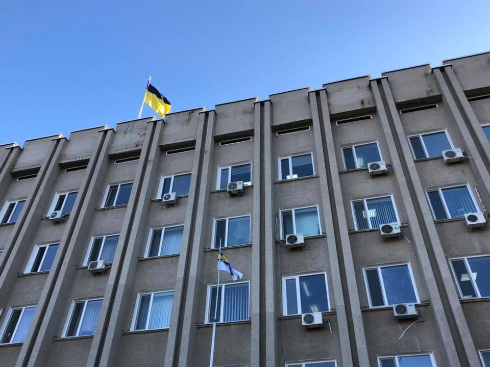 В Измаиле подняли флаг ВМС в поддержку пленных моряков (ФОТО, ВИДЕО)