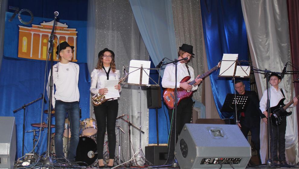 Магия живого звука на сцене Измаильского Дворца культуры в честь его 70-летия (ФОТО)