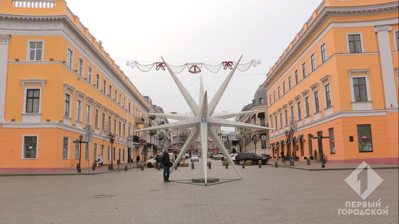 Рождественская звезда возле Дюка стала крупнейшей в Украине