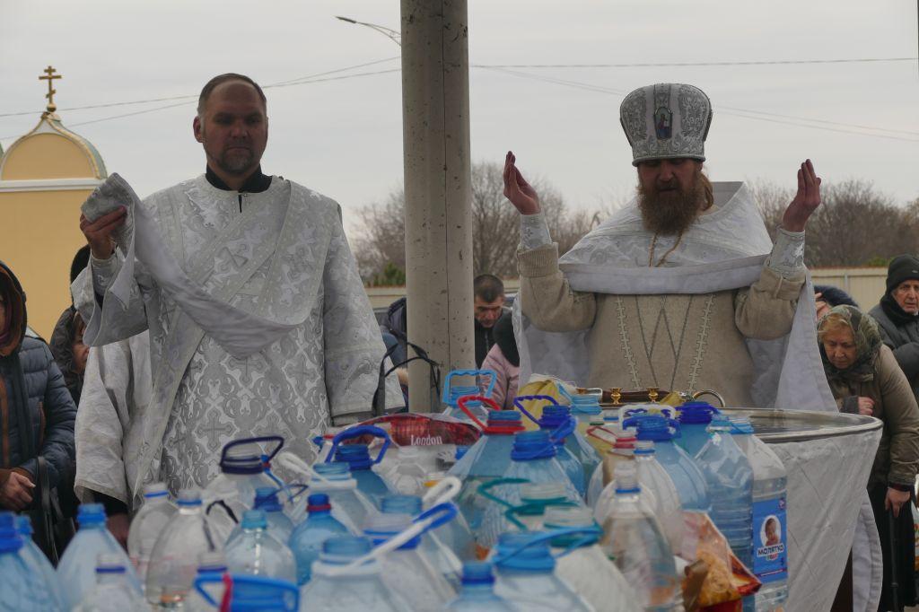 Праздничная литургия, водосвятный молебен и омовение в источнике: православные измаильчане отметили Крещение (Богоявление) Господне (Фото)