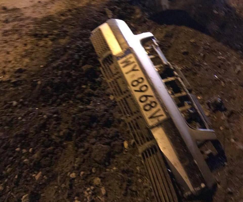 """В Измаиле ночью на Некрасова """"евробляхер"""" врезался в опору ЛЭП, бросил авто и скрылся (ФОТО)"""
