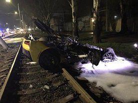 В результате ДТП в Одессе сгорел элитный спорткар (ФОТО)