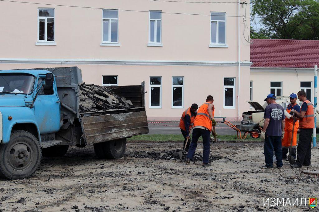 В Измаиле благоустраивают внутридворовые территории школ (ФОТО)