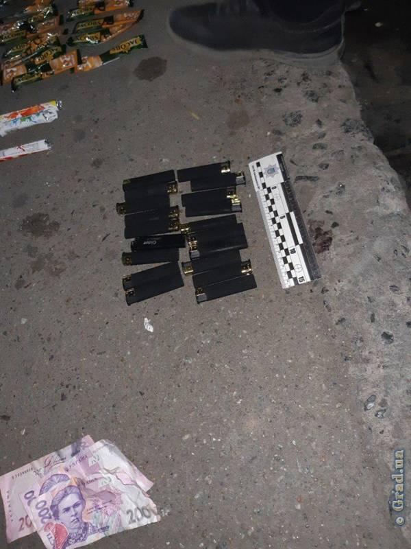 В Измаиле компания молодых людей ограбила табачный ларек (ФОТО, ВИДЕО)