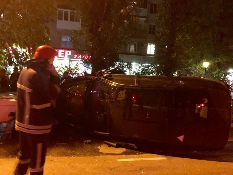 В Измаиле на проспекте Мира перевернулся Subaru, по пути повредив три авто (ФОТО, ВИДЕО)