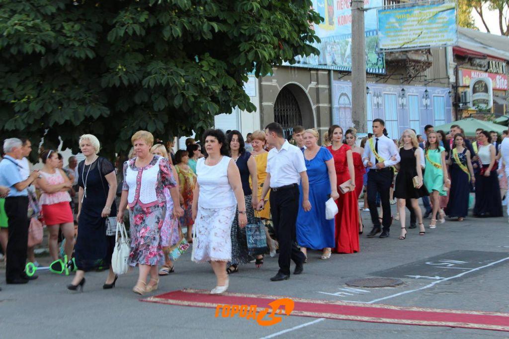 В Рени прошел традиционный праздник выпускников школ (ФОТО)